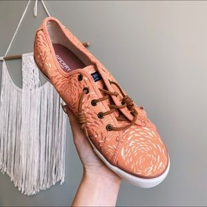 Sperry Seacoast Fish Circle Coral Sneaker